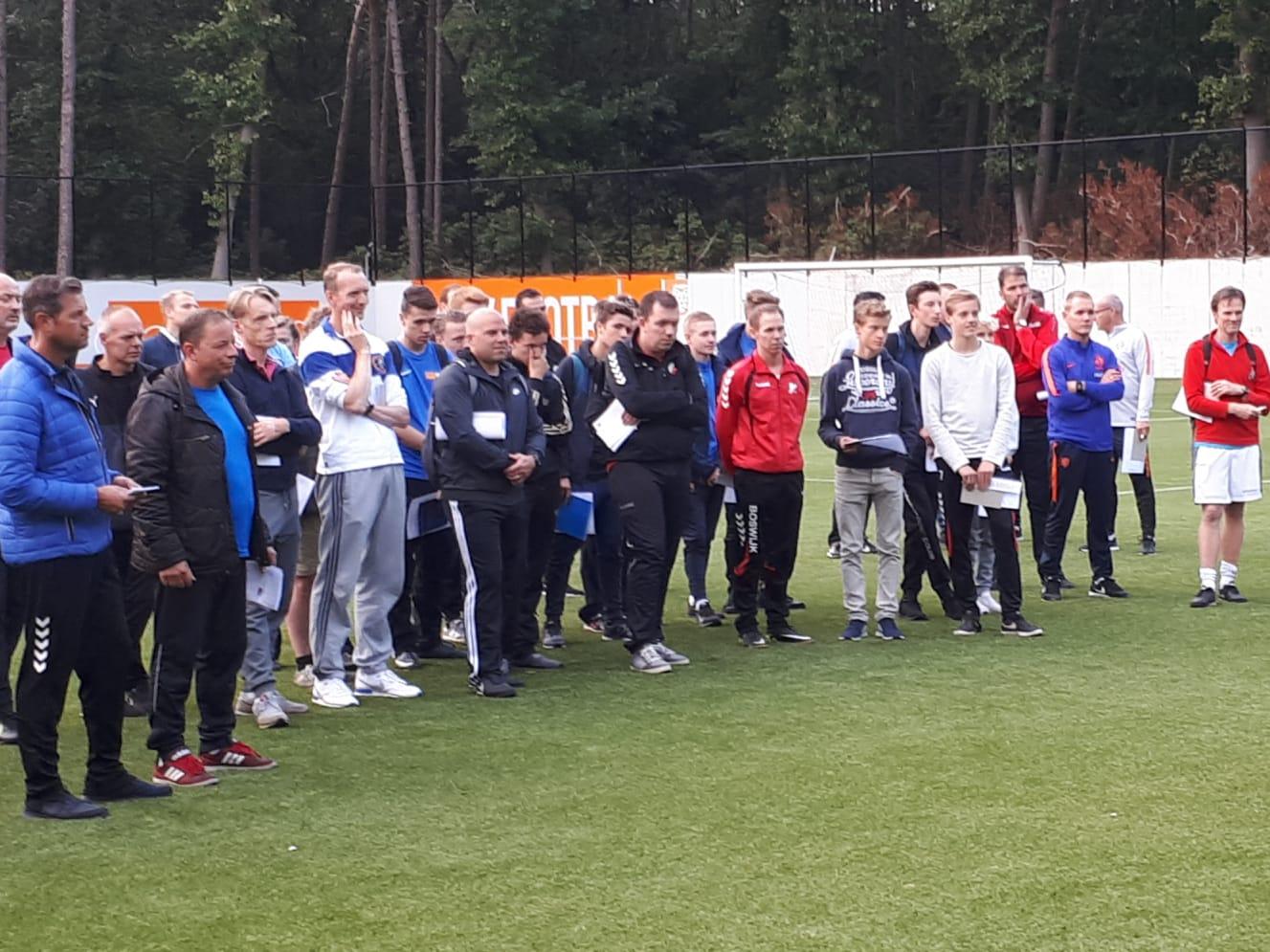 Twintig cursisten DEV Doorn jeugdvoetbal
